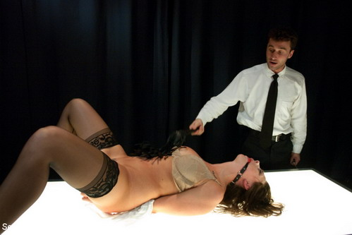BDSM with airport security : Sex and Submission